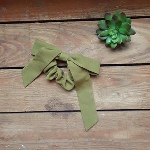 NWOT Free People | olive green bow scrunchie